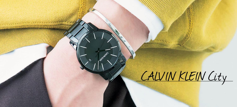 僕らのコーデは〈カルバン・クライン ウォッチ〉で変わる!ブルゾンにもコートにも、やっぱり時計は黒がいい。