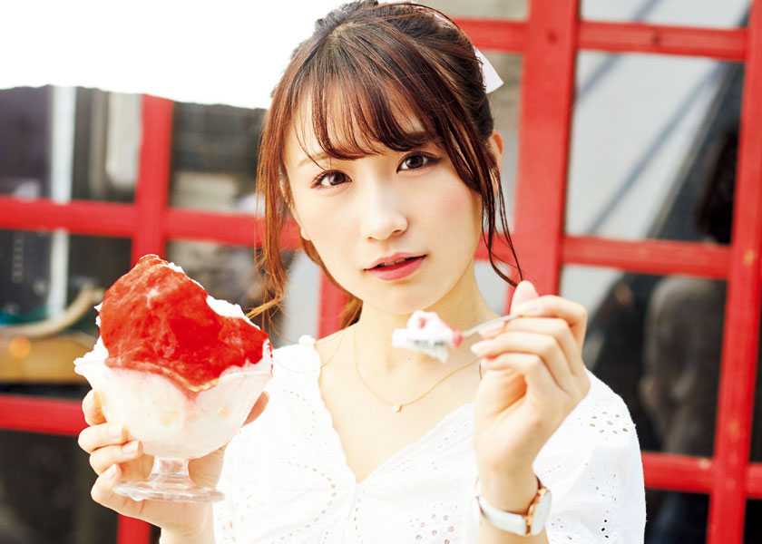 今日、あの子となにを食べにいこうか -激カワ女子図鑑- vol.7亜細亜大学 3年 伊藤愛真さんとカキ氷を食べる。