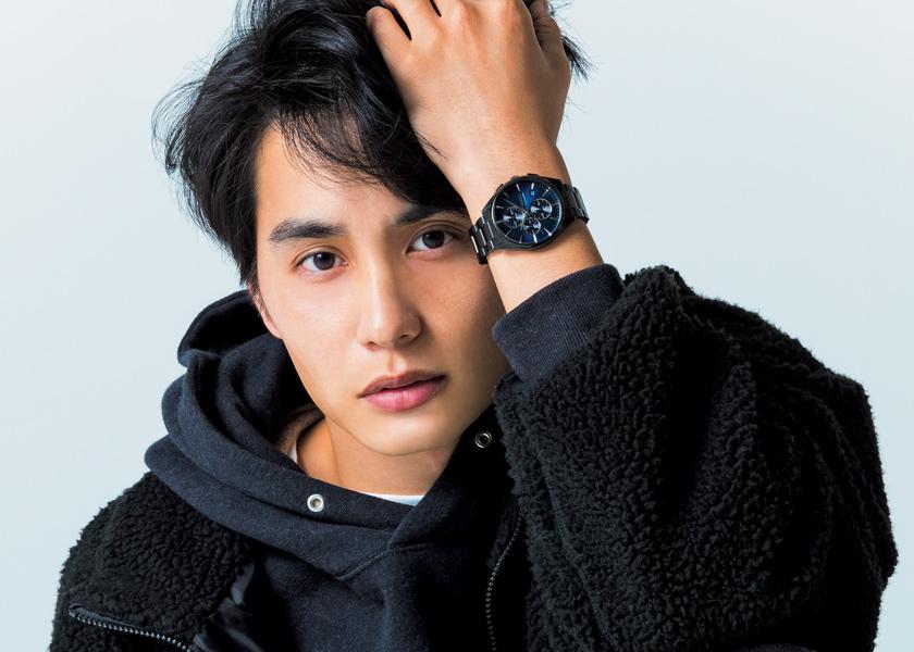 中村 蒼が〈ワイアード〉の新作を紹介今っぽい黒コーデには、今っぽい腕時計を。